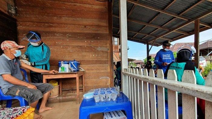 Tepis Isu Miring, Petugas Vaksinasi Paiker di Empat Lawang Sampai Jemput Bola ke Rumah