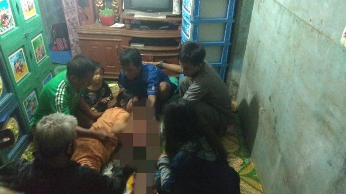 Jasad Anaknya Ditemukan Pasca Tenggelam, Seorang Ibu di Muaraenim Histeris & tak Henti Peluki Korban