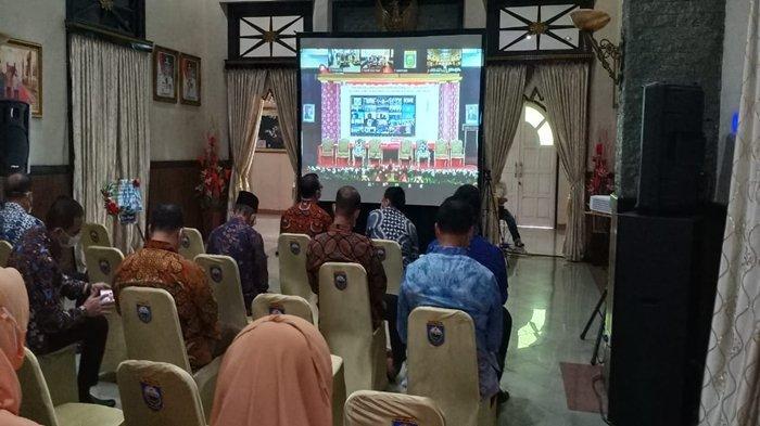Segenap Lapisan Masyarakat di Baturaja Gelar Nonton Bareng Pelantikan Bupati dan Wakil Bupati OKU