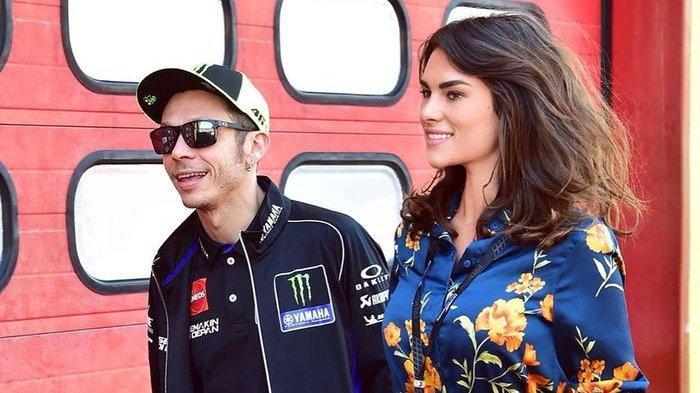 Mengejutkan, Ini Reaksi Valentino Rossi Usai Pacarnya Blak-blakan Soal Sisi Bejat Paddock MotoGP
