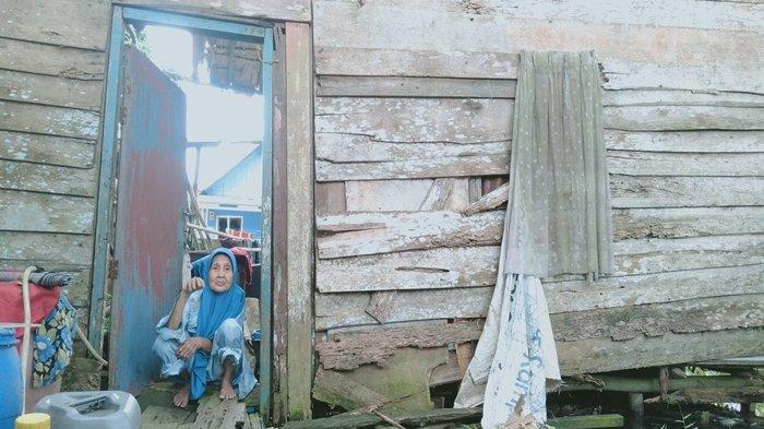 Tolak Bantuan Relokasi dari Sekda Ratu Dewa, Nenek Nurhayati: Saya Masih Betah Sebatangkara di Sini
