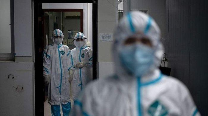 Polisi Yang Menyamar Dokter itu Menangis saat Menyusup Bangsal Covid-19 Saksikan Ayahnya Meninggal