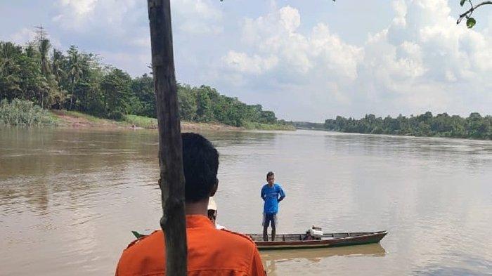 BREAKING NEWS: Ada Pria Hanyut di Sungai Ogan OI, Saksi Sempat Lihat Korban Berenang Pakai Toples