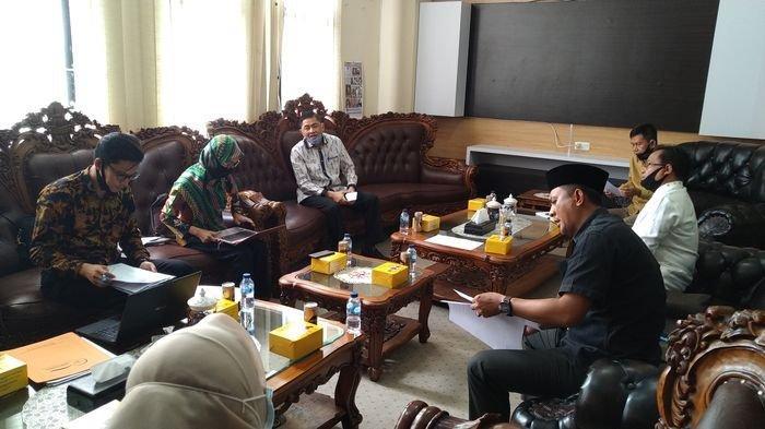 Ombudsman Sumsel Datangi DPRD OI, Minta Keterangan Nota Dinas Perihal Pemecatan 109 Tenaga Kesehatan