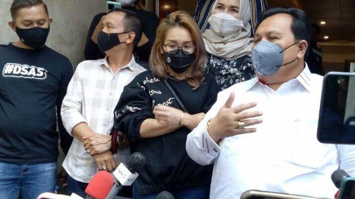 Keluarga Ayu Ting Ting Pucat, Pengacara Sebut Niat Datangi Bojonegara Silaturahmi, Bukan Melecehkan