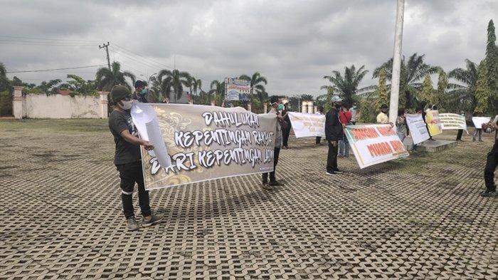 Jangan Ganggu Pemimpin Kami, Sejumlah Masyarakat Muaraenim Curhat ke DPRD Usai Juarsah Ditahan KPK
