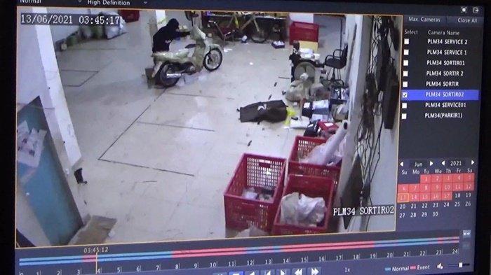 Paket Motor Digasak Pencuri, Pelaku Panjat Kantor 3 Lantai Ekspedisi di Palembang