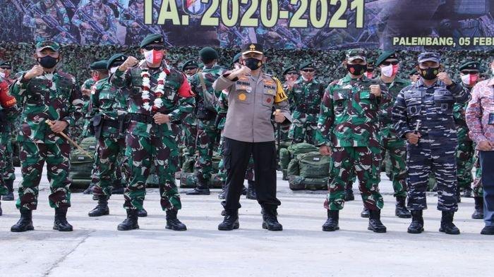 Kapolda Sumsel Dan Pangdam II/Swj Sambut 450 Personil Satgas Pamtas RI-Malaysia Yonif Raider 200/BN