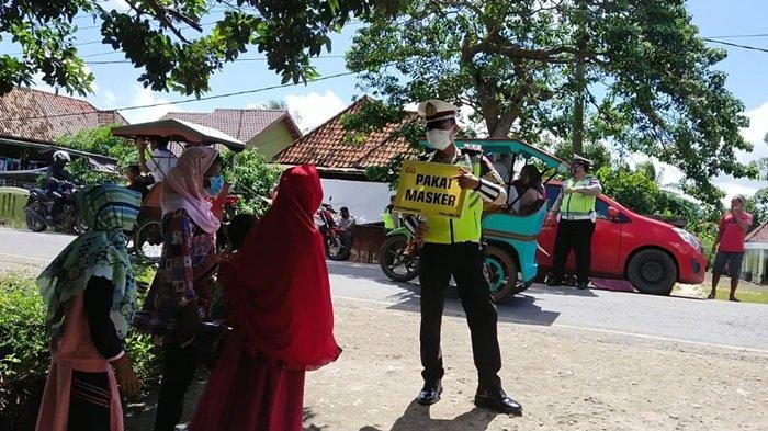 Antisipasi Klaster Baru, Satlantas Polres Ogan Ilir Awasi Kerumunan Warga Ziarah Kubur H+1 Lebaran