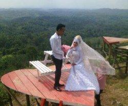Papan Love di Kecamatan Gumay Ulu Jadi Destinasi Prewedding