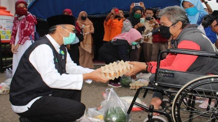 Bupati Musirawas H Hendra Gunawan Salurkan Bansos untuk Guru TK, PAUD, KAT, Disabilitas dan PPL