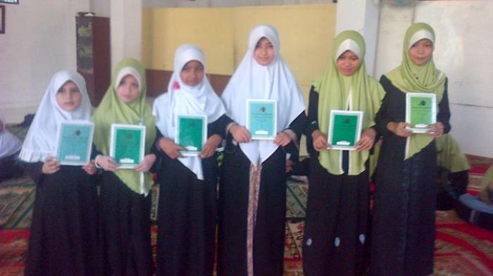 Momen Bagi Rapor, Kebiasaan Orangtua Bawa Bingkisan untuk Guru, Ini Kata Disdik Kota Palembang