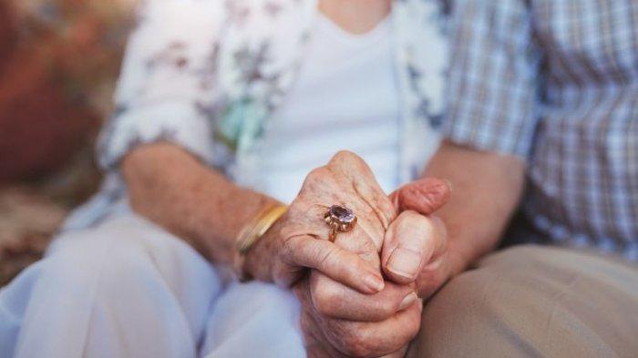 Kisah Kasih Pasangan Suami Isteri Sehidup Semati Meninggal Akibat Covid-19