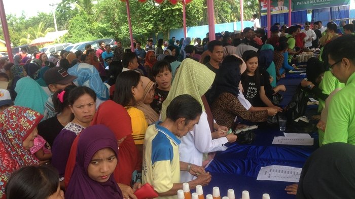 Usai ResmiDibuka, Warga Rela Berdesakan di Pasar Murah Desa Teladan Muba