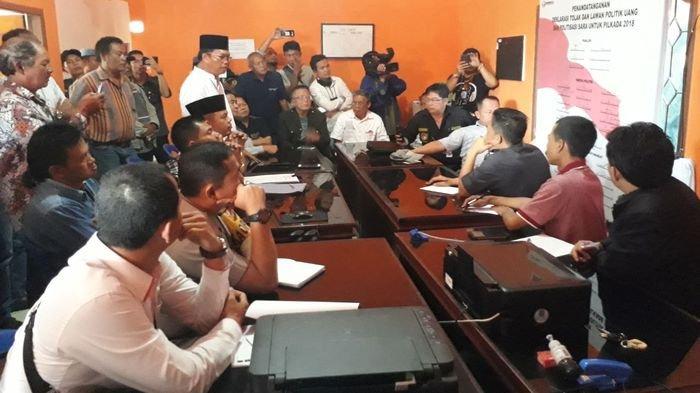 Dua Paslon Pilkada Pagaralam Datangi Kantor Panwaslu Pertanyakan Kasus Politik Uang