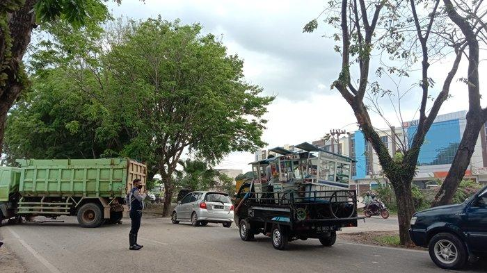 Macet Sudah Lima Jam, Polisi Sebut Dump Truck yang Melintang di Arah Musi II Palembang Segera Jalan