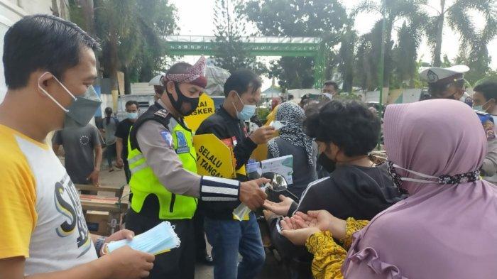 PECI -- Sosialisasi TIM Patroli Kepolisian Cegah Covid-19 ( Peci) Polisi Dulur Kito ( PDK ) Sat Lantas Polrestabes Palembang, hari Sabtu ( 6/3/2021).(SRIPOKU.COM/M.ZAINI)