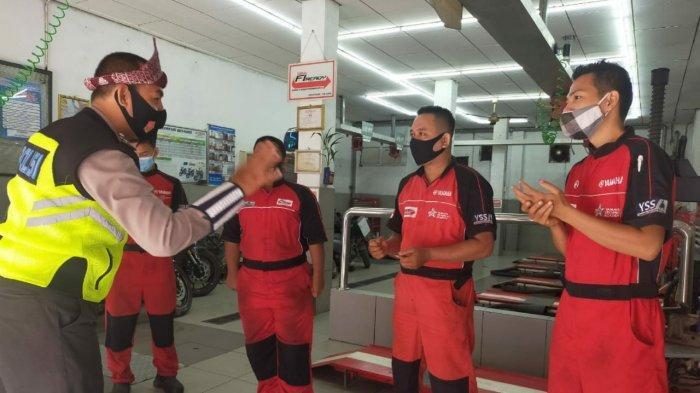PECI -- Tim Patroli Kepolisian Cegah Covid-19 ( Peci) Polisi Dulur Kito ( PDK ) Sat Lantas Polrestabes Palembang, hari Sabtu ( 6/3/2021). (SRIPOKU.COM/M.ZAINI)