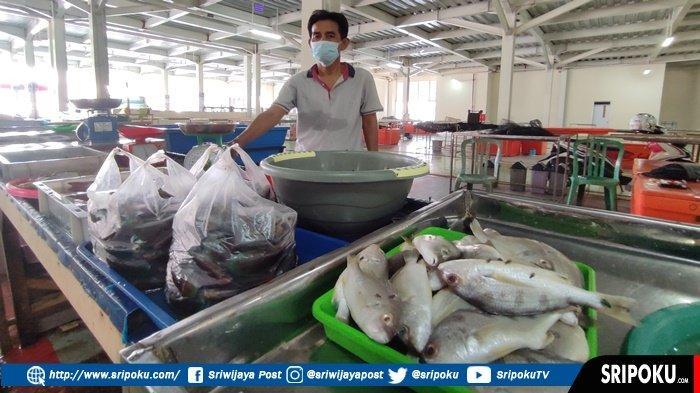 CERITA Mahmud Pedagang Ikan yang Masih Bertahan di Pasar Ikan Modern Palembang, 'Tersisa 3 Orang'