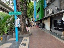 Wacana Pemindahan Pedesterian : Pemilik Toko Bersyukur, PKL Kecewa