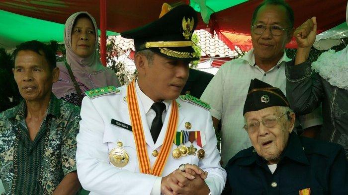 Usai Upacara Bendera, Pejuang Veteran ini Ucapkan Kalimat yang Buat Semua Orang Terharu