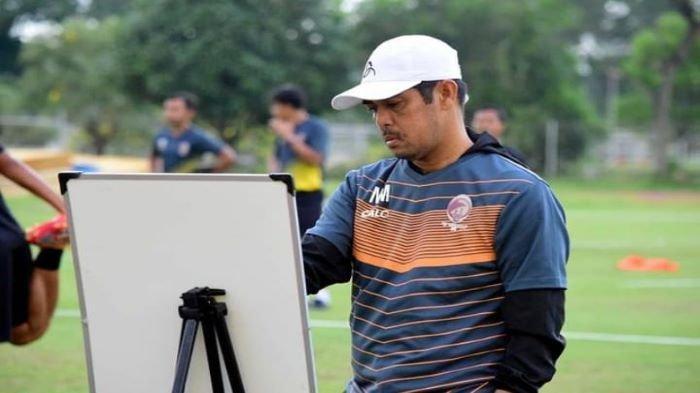 Fery Rotinsulu Pejamkan Mata Nil Acungkan Jempol, Jelang Liga 2 Sriwijaya FC Suntik Vaksin Covid-19