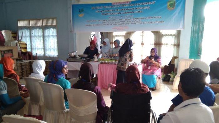 Para Penyandang Disabilitas di Empatlawang Diberi Pelatihan Keterampilan