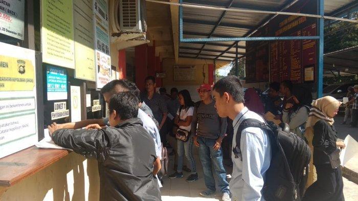 Puluhan Orang Antre Urus Perpanjangan SKCK di Polres Ogan Ilir, Ternyata Ini Penyebabnya