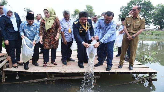 Menteri KKP Edhy Prabowo dan Gubernur Sumsel Herman Deru Dorong Pengembangan Riset Ikan Lokal