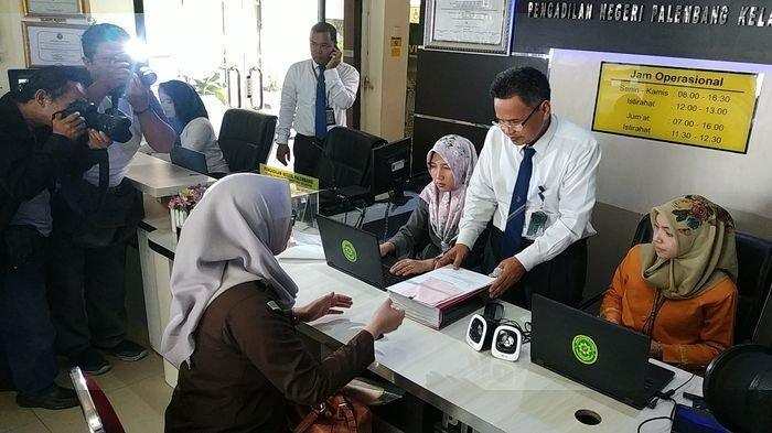 Berkas Perkara 5 Komisioner KPU Kota Palembang Dilimpahkan ke Pengadilan Negeri Kelas 1A Palembang