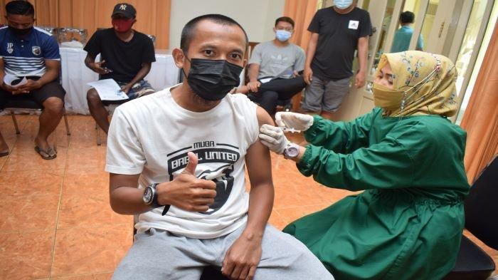 Dukung Program Pemerintah Pemain Muba Babel United Suntik Vaksin, Manajemen: Tetap Ingatkan Prokes
