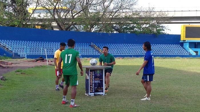 Tak Kenal Libur 6 Pemain Sriwijaya FC Tetap Latihan Ringan Ada Main Teqball Hingga Jalan ke Stadion
