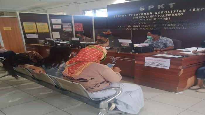 Tawaran Diantar Pulang Ditolak, Pemandu Lagu Cafe di Palembang Dipukul Tamu hingga Pingsan