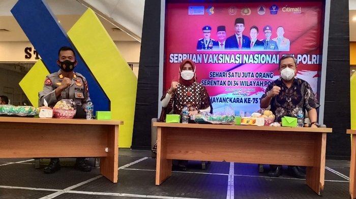 Pemberian vaksin covid-19 di Kabupaten OKU Sabtu (26/6/2021).