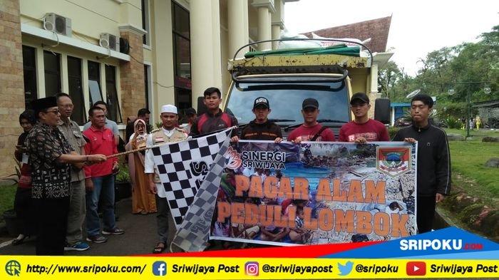 Pemkot Pagaralam dan Sinergi Sriwijaya Kirim 107 Karung Baju ke Lombok dan Uang Rp35.758.500