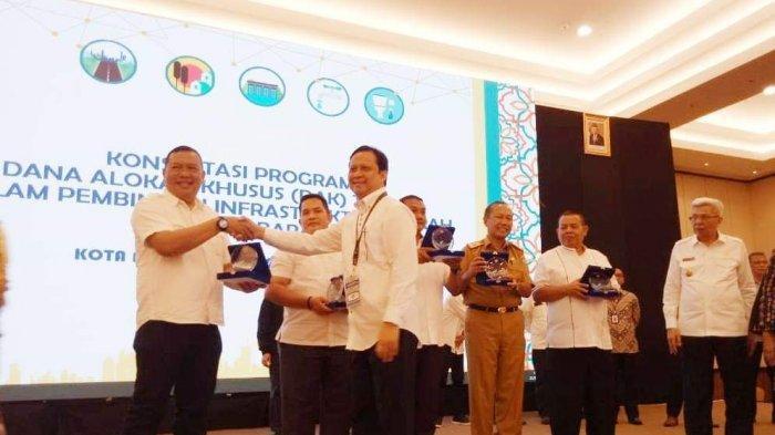 Pemkot Pagaralam Terima Penghargaan Kinerja Terbaik pengelolaan Dana DAK 2019 Bidang Perumahan