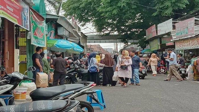 Pasar 26 Ilir Kebanjiran Pembeli dari Lampung Hingga Jakarta, Dianggap Surganya Pempek di Palembang