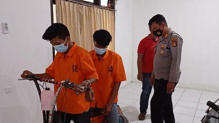 Lampiaskan Dendam, Si Kembar Curi Skuter Milik Anak Jalanan di Tepi Jalan Soekarno-Hatta Palembang