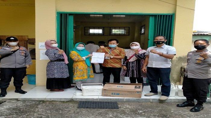 Polisi Kawal Ketat Pengiriman 6.400 Dosis Vaksin Covid-19 Tiba di Kabupaten OKU