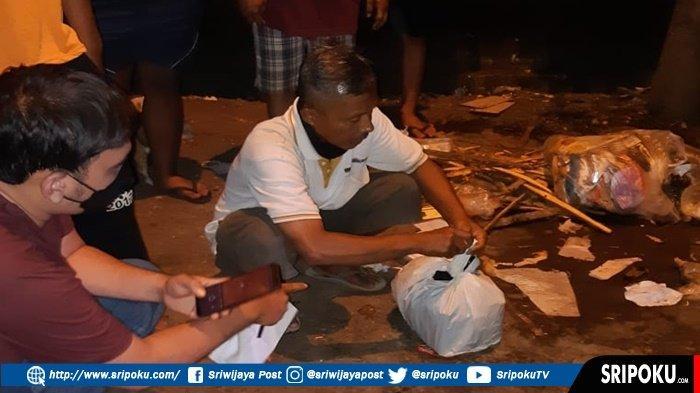 PRIA Tua di Palembang Ini Terkejut saat Cari Kardus Ditumpukan Sampah, Temukan Bayi Dalam Bungkusan