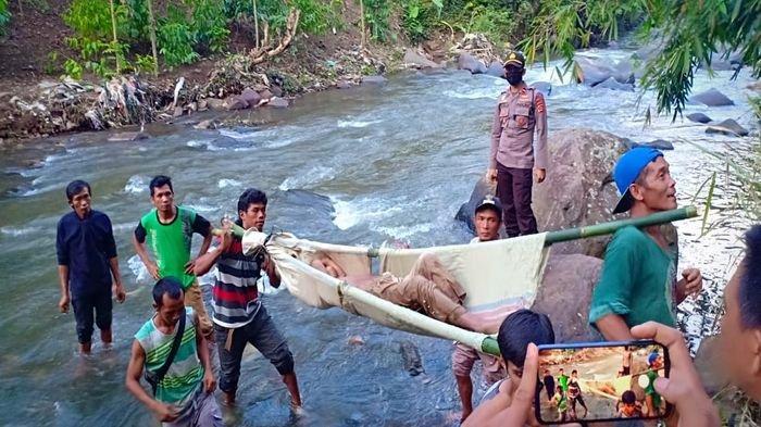 Warga Pagaralam Heboh, Ditemukan Mayat Perempuan Setengah Bugil Tanpa Baju di Bebatuan Sungai