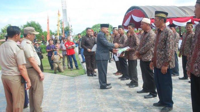 penerima-sertifikat-tanah-program-prona-di-kabupaten-oku_20161218_115523.jpg