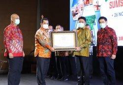 Bupati Banyuasin H Askolani, SH., MH Menerima Penghargaan Investment Award Terbaik III