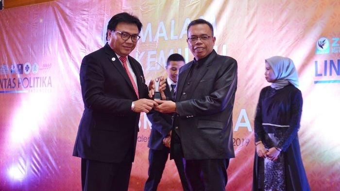Malam Kemilau Inspirasi Sriwijaya Lintas Politika Berikan Penghargaan Kepada Tokoh Sumsel