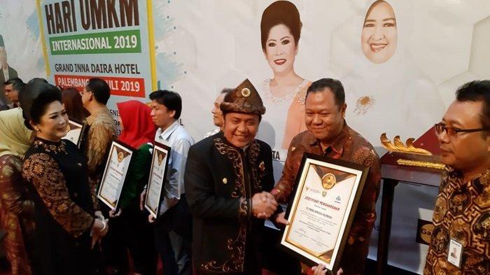 Peduli Pengembangan UMKM, PT Pusri Terima Penghargaan UMKM dan BUMN Terbaik di Sumsel