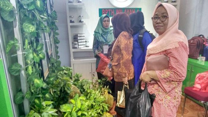 Stan Balai Pembenihan Tanaman Hutan di Sriwijaya Expo Diserbu Pengunjung karena Ada Bibit Gratis
