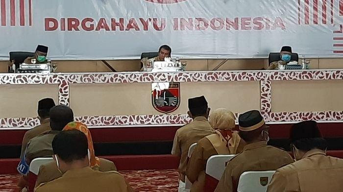 Hari Pertama Ngantor, Pjs Bupati Musirawas Ahmad Rizali Pimpin Rapat Staf