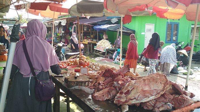 Jelang Lebaran, Ayam Potong Rp30 Ribu Daging Rp160 Ribu, Pedagang di Muratara Akui Pembeli Sepi