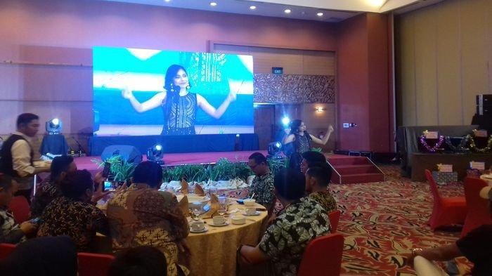 Penyanyi Tiwi T2 Sapa Pengusaha Palembang di Gebyar Wirausaha Mitsubishi