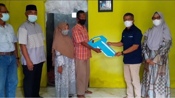 LAZIS PT Bukit Asam Sukses Bedah Rumah Milik Tukang Ojek Herman Sahri